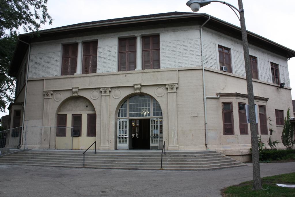 Armour Square Park Fieldhouse