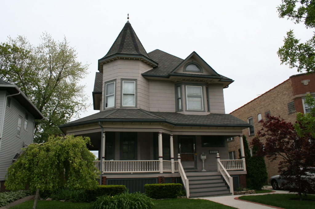 5237 W Argyle – Queen Anne from 1898.
