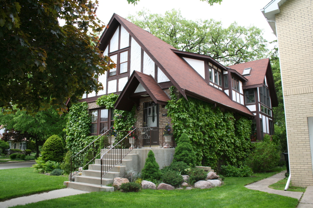 6071 N Menard – A stucco and brick tudor from 1926.