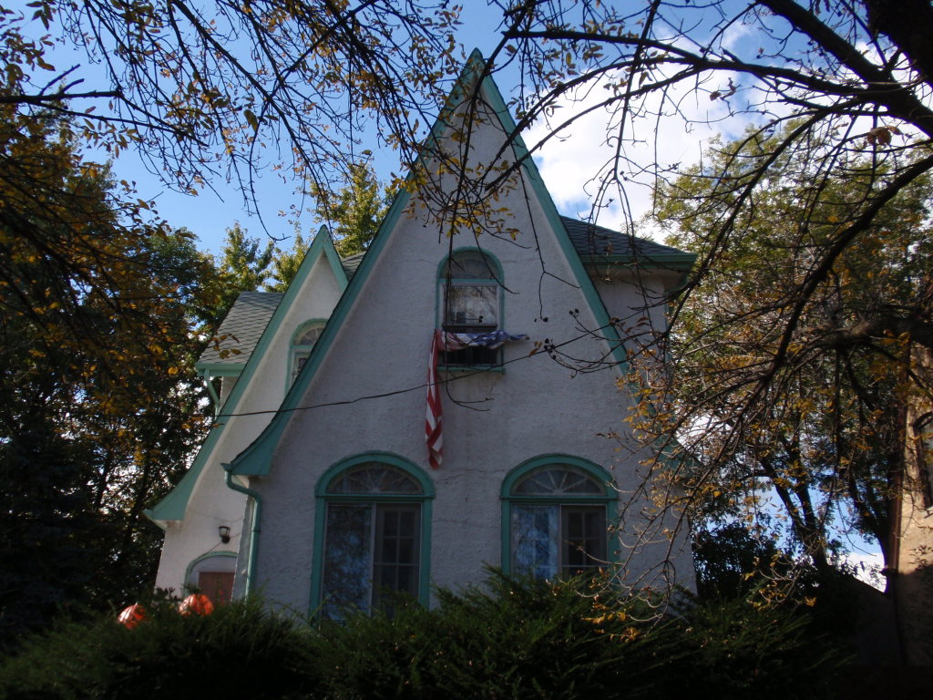 5470 N Parkside Ave – Gothic cottage circa 1889