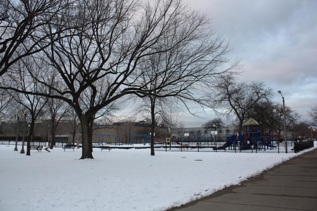 Touhy-Herbert Park – 2106 W Adams St